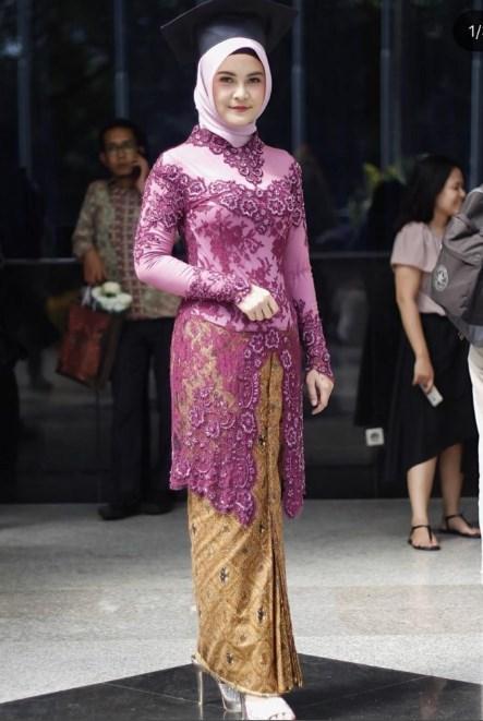 15 Gambar Model Kebaya Muslim Brokat