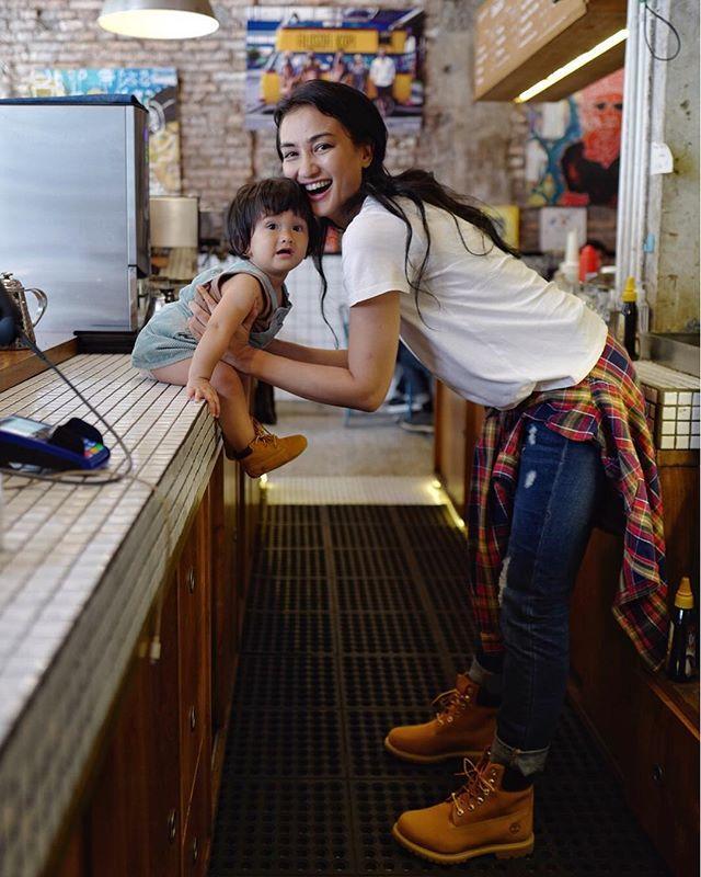 Heboh Mobil Ratna Sarumpaet Diderek, Instagram Putrinya Atiqah Hasiholan Kena Sasaran Netter