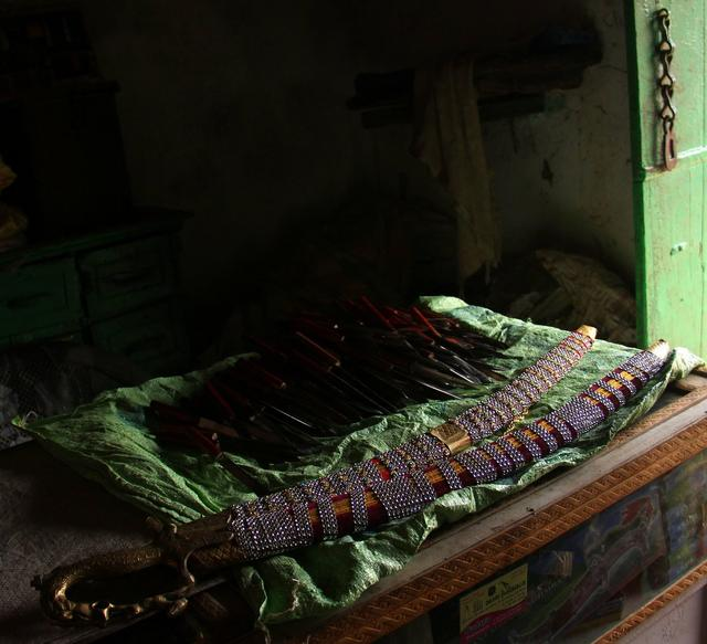 Do you know about the traditional knife, nutcracker, and sword makers of Kutch? Despite, the knife makers being chronic tuberculosis victims, many families have sustained this art in the villages of Nani Reha and Mota Reha.