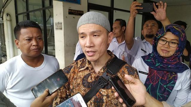 """Felix Siauw Tulis Berhijab untuk yang Cantik, Ini Balasan Kocak """"Prof"""" UGM"""