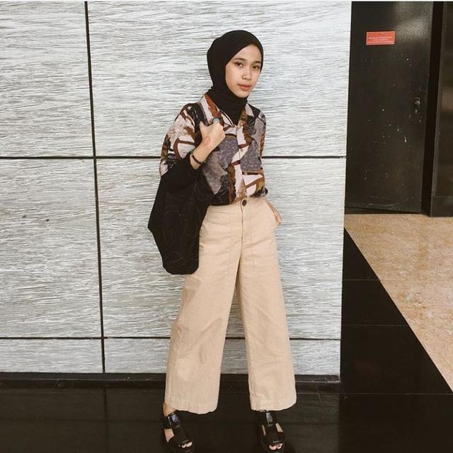Hijabers Kekinian Berikut 10 Inspirasi Outfit Ala Indy Ratna Pratiwi